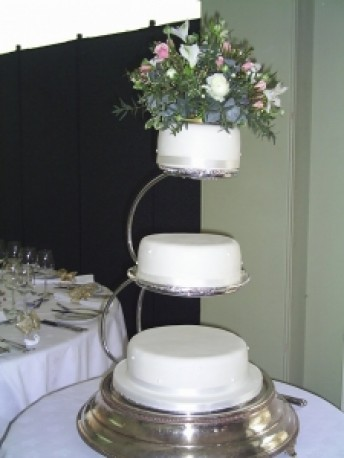 Top tier cake posy